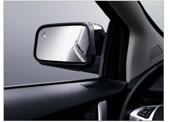 其次要检查雨刮器   视线不好导致的刮擦是雨天常见的车险事故。雨中行车保持好的视线离不开雨刮器。大雨滂沱时,出现在驾驶员眼前的是白茫茫的一片,如果雨刮器的扫水能力严重下降,就会直接影响到行车安全。另外,下雨天车内外温差较大,玻璃容易起雾,不能及时除雾的话,视线就会很模糊。   此外,还要检查车辆灯光、全车密封条、刹车装置、方向、电路和油路等是否运行良好,以免在雨天路面湿滑的路面上行驶,因方向刹车失灵而失控。   (二)雨中行车稳字当头,保持车距雨中行车速度要慢   台风伴随大雨,路面湿滑,摩擦系数降