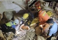 塘厦石鼓社区一旧炮楼突然坍塌致3人伤
